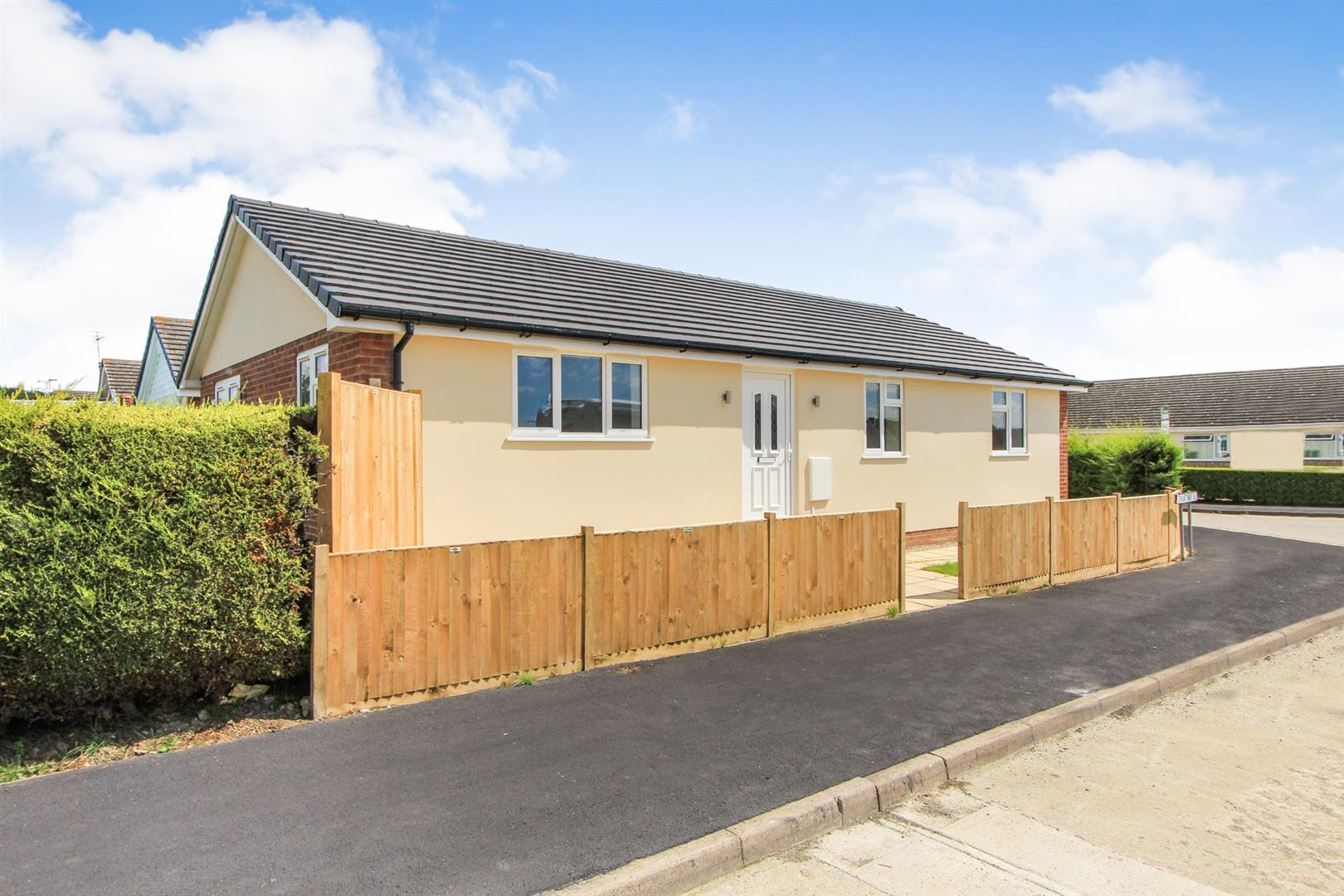 3 Bedrooms Detached Bungalow for sale in Chanctonbury Chase, Seasalter, Whitstable